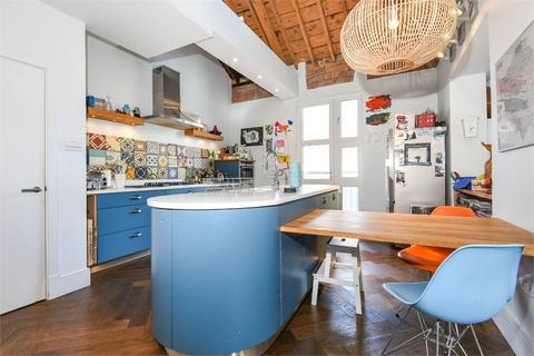 3 bedroom flat to rent - Hatters Court, Redcross Way, London, SE1