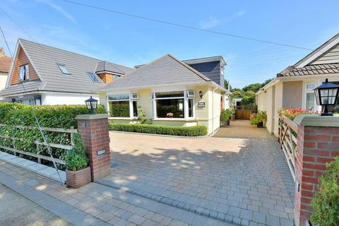 3 bedroom detached house for sale - St James Road, Ferndown, BH22 9NY