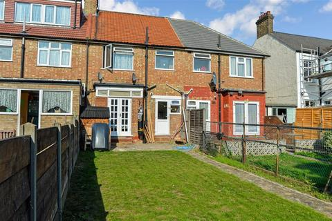 Terraced house to rent - Cukhoo Hall Lane, Edmonton