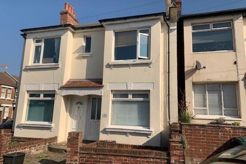 2 bedroom ground floor flat to rent - Milner Road, Brighton