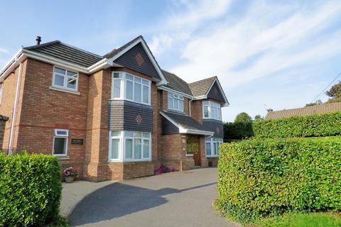 1 bedroom flat for sale - Grange Road, Broadstone