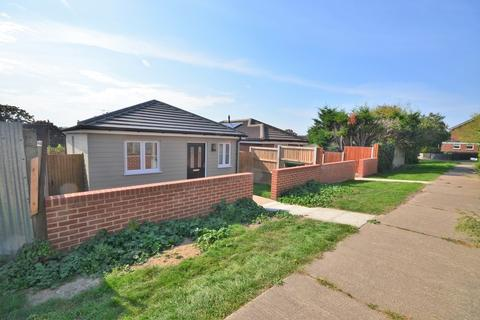 2 bedroom detached bungalow for sale - Hainault Close, Colchester, CO4 3ZN