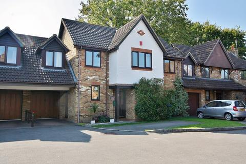 4 bedroom link detached house for sale - The Withies, Knaphill