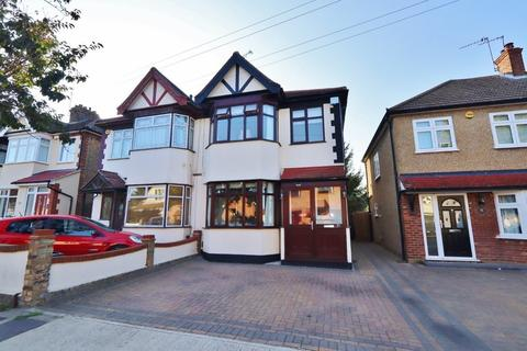 3 bedroom semi-detached house for sale - Cross Road, Romford, RM7