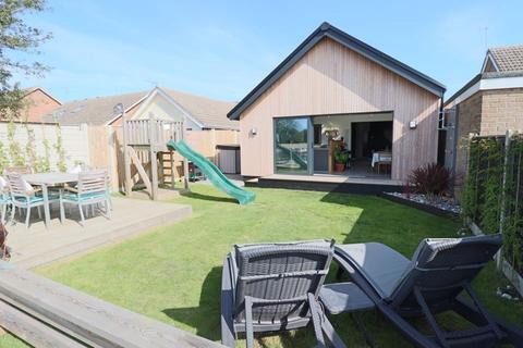 3 bedroom detached bungalow for sale - Wheatacre Drive, CORTON