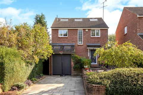 Coram Close, Berkhamsted, HP4. 5 bedroom detached house