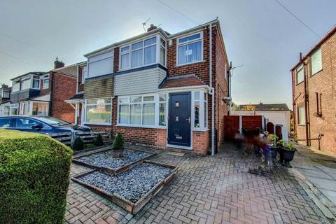 3 bedroom semi-detached house for sale - Ruthin Avenue, , Middleton, M24 1FG