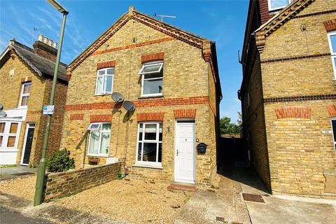 2 bedroom semi-detached house for sale - Hythe Road, Staines-upon-Thames, Surrey, TW18
