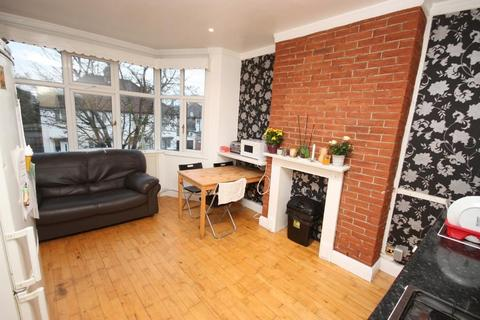 3 bedroom flat for sale - Long Drive, East Acton, London, W3 7PL