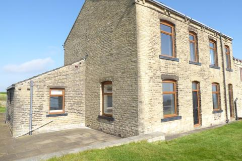 3 bedroom semi-detached house to rent - Pinnar Lane, Halifax