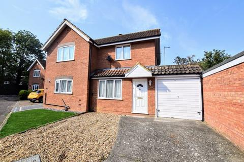 2 bedroom semi-detached house for sale - Alderson Close, Aylesbury