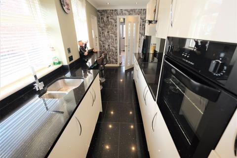 3 bedroom semi-detached house for sale - Hawthorn Drive, Swinton, Manchester