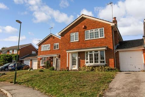 4 bedroom detached house to rent - Dickins Way, Horsham