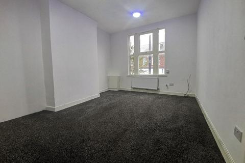 2 bedroom flat to rent - 886 stockport road, Levenshulme, Machester, M19