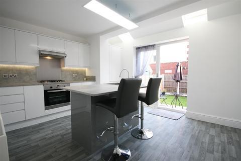 3 bedroom terraced house for sale - Preston Road, Lytham