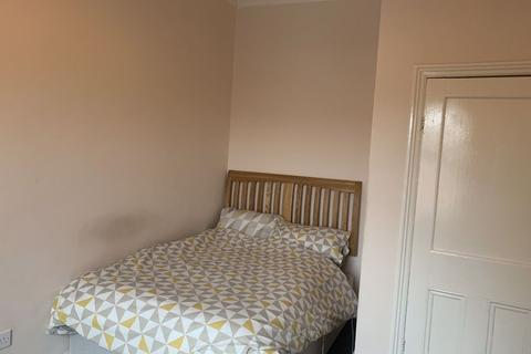 1 bedroom house share to rent - Cottingham Rd, Hull