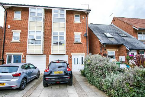 3 bedroom townhouse for sale - Barbary Drive, Sunderland