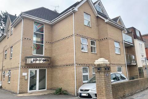 2 bedroom flat to rent - FIRST FLOOR FLAT WITH BALCONY