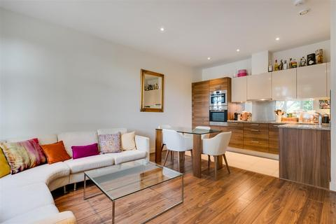 2 bedroom flat for sale - Bromyard Avenue, London, W3
