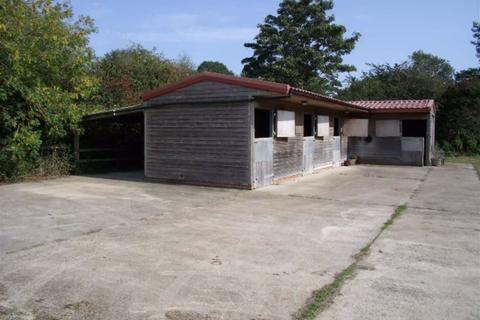 Equestrian property to rent - Foston On The Wolds