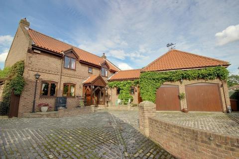 5 bedroom detached house for sale - Thorpe Drive, Brantingham