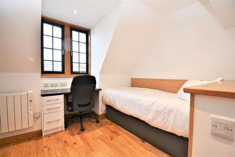 Studio to rent - Station Road, West Drayton, UB7
