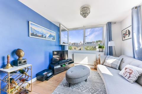 1 bedroom flat to rent - Kingham Close, SW18