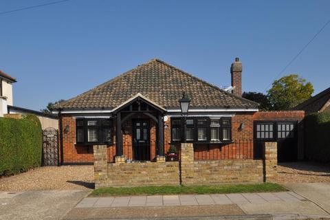 3 bedroom detached bungalow for sale - Parsonage Road, Rainham, Essex, RM13