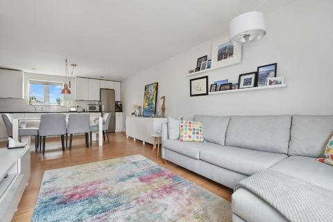 1 bedroom flat - Stane Grove, Clapham