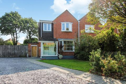 3 bedroom semi-detached house for sale - Madams Hill Road, Solihull, B90