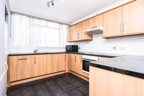 4 bedroom flat - Yarnfield Square, Peckham, London