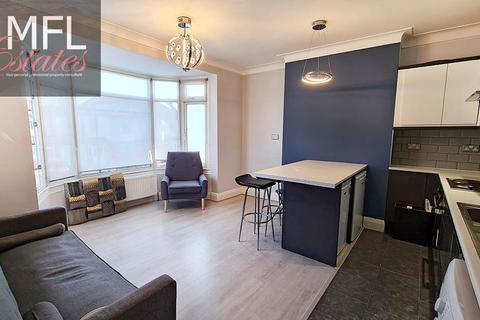 2 bedroom flat - Daneby Road, London SE6