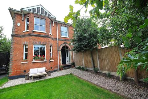 3 bedroom semi-detached house for sale - Riverside, Chelmsford, Essex, CM2