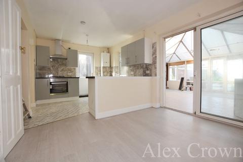 4 bedroom semi-detached house to rent - Lawrence Crescent, Dagenham