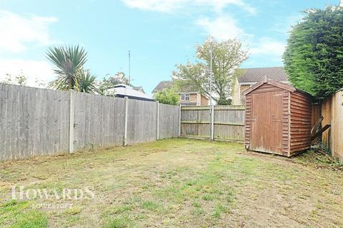 3 bedroom semi-detached house for sale - Crowhurst Close, Lowestoft