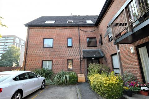 1 bedroom apartment to rent - The Oaks, Moormede Crescent, Staines-Upon-Thames, TW18
