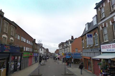 Property to rent - High Street, Walthamstow, London E17