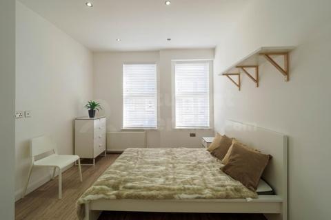 3 bedroom house share to rent - Flat B - Kilburn High Road