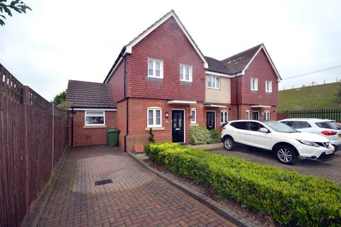 2 bedroom end of terrace house for sale - Waterside Close, Charlton Village, Shepperton, TW17