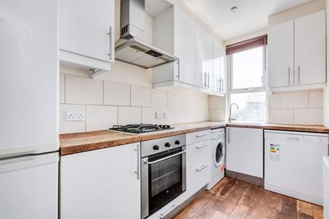 3 bedroom flat to rent - Charlmont Road, Tooting, London, SW17 9AF