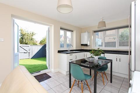 3 bedroom flat for sale - Chatsworth Gardens, Acton, W3