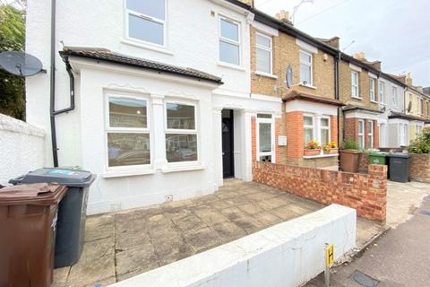 4 bedroom semi-detached house to rent - Wilmot Road, Leyton, E10