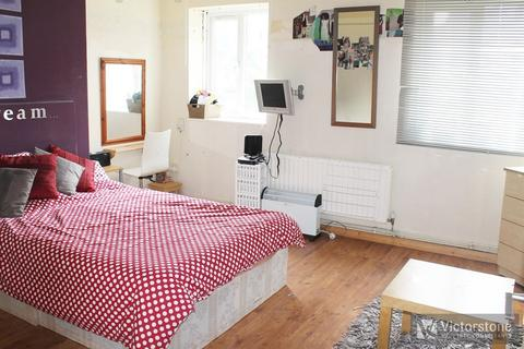 3 bedroom apartment to rent - Myrtle Street, Hoxton, London, N1