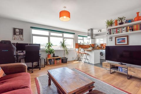 2 bedroom flat for sale - Grand Drive, Raynes Park