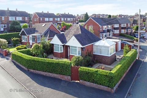 2 bedroom detached bungalow for sale - Golborn Avenue, Meir Heath, ST3 7LT