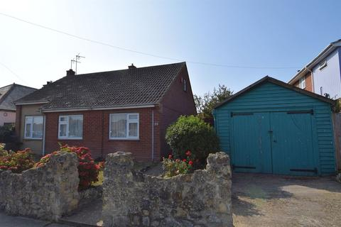 2 bedroom detached bungalow for sale - Saddleton Road, Whitstable