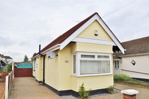 2 bedroom semi-detached bungalow for sale - Belgrave Close, Great Baddow, Chelmsford, Essex