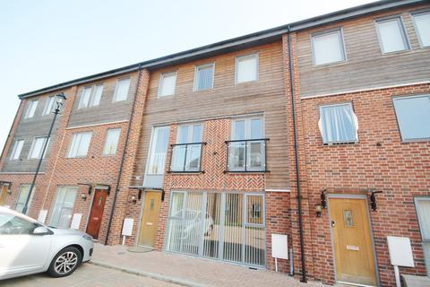 5 bedroom terraced house to rent - Sangha Close, Leicester