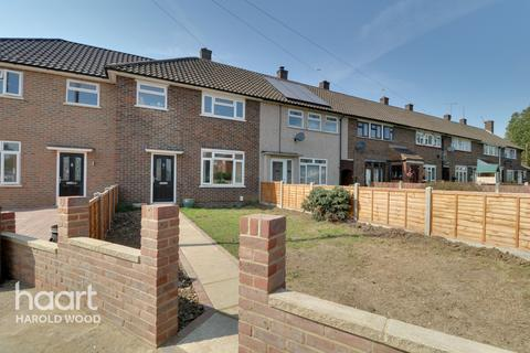 3 bedroom terraced house for sale - Daventry Green, Romford