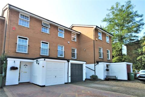 3 bedroom townhouse for sale - Waters Drive, Staines-upon-Thames, Surrey, TW18